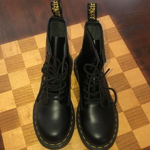 Women's 1460 Smooth Dr. Martens